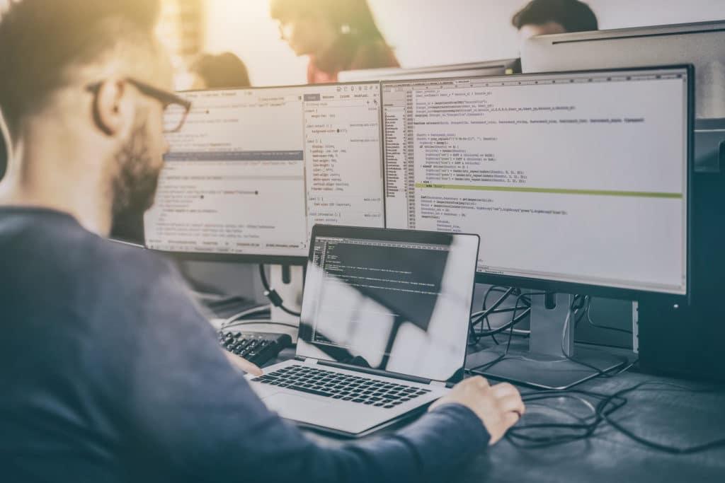 คอมพิวเตอร์สำคัญต่อวัยทำงานอย่างไร